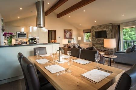 Luxury 'Waterfall' Lodge - Milton Morenish - Flat