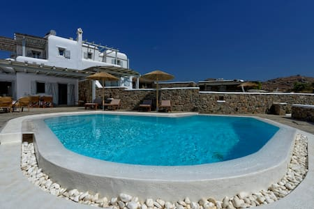 Traditional Myconian property with Private Pool - Talo
