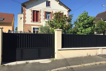 Maison à 17 Km des Champs Elysées - House