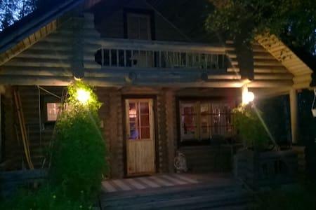 Schöne jährige Blockhütte - Rautavaara