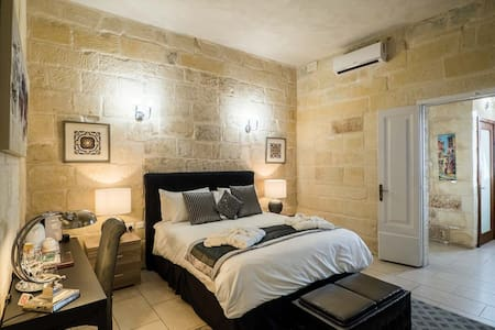 5 Star BnB - One of Malta's Best - Cospicua