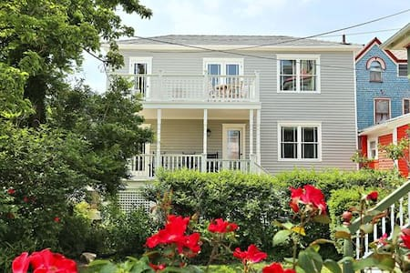 Cute Two Story Grey Cottage - Cape May