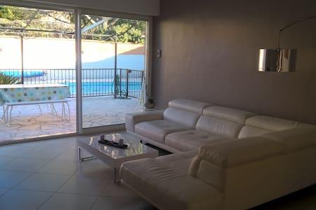 Maison T4, 80 m², piscine, barbecue, four à pizza - Gignac-la-Nerthe