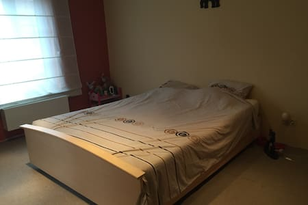 Cosy en-suite room with parking - Boutersem - Bed & Breakfast