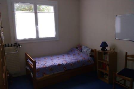 Chambre au calme pour célibataire - Apartment