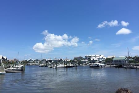 Exceptional Luxury Home, Beach Access, Sleeps 12 - Bald Head Island - Casa