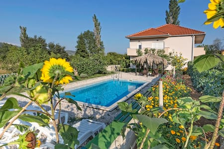 Holiday house with pool - Split