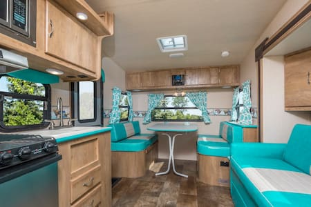 BLUEBERRY HILL Vintage Cruiser! - Autocaravana