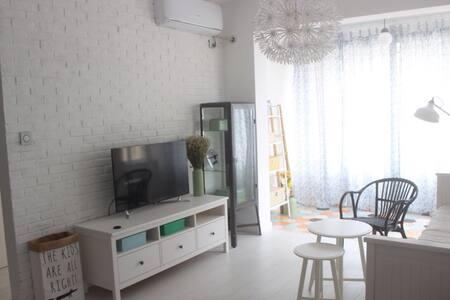位于沙滩正对面的海景房 - Qingdao Shi - Apartment