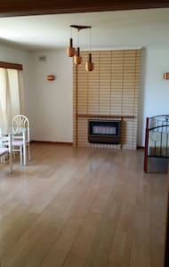 Clean, huge,renovated room for rent - Tranmere - House