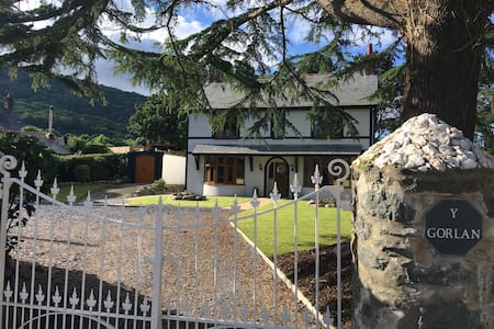 Detached 4 ensuite bedrooms near historic Conwy - Dom