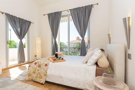 La Petit Afrique charming room with double balcony - Beaulieu-sur-Mer - House