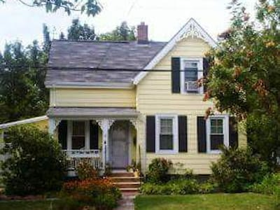Cute Victorian House, Midtown Direct Line to NYC! - Huis