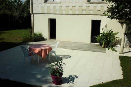 Studio avec terrasse - House