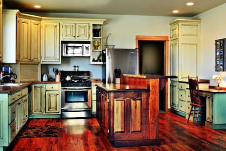Top Reviewed Bozeman Vacation Home.  5 Minutes from Downtown! - Bozeman - 단독주택