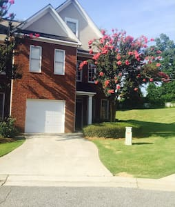 Gorgeous Townhome in ATLANTA, GA - Smyrna - Rivitalo