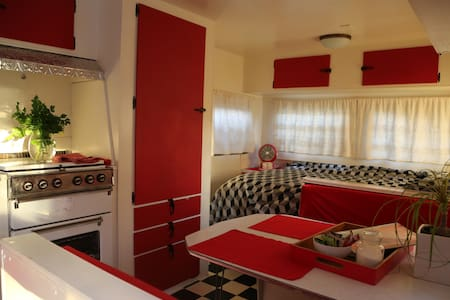 Cosy classic comfy caravan - Preston - Camper/RV
