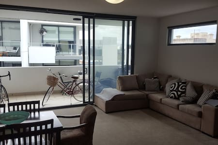 Fantastic fully equipped 2 bedroom apartment - Brunswick - Lejlighed