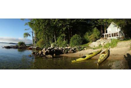 2 BR Vintage Cottage Newfound Lake - Cabana