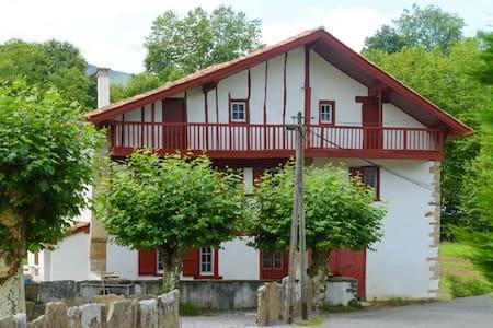 Maison basque nouvellement rénovée - Maison