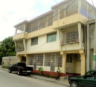Theleus Family Residence - Ház