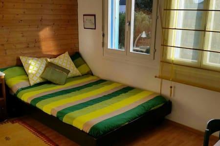 Rooms in beautiful house near lake - Aamiaismajoitus