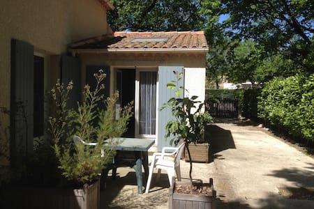 Rochefort du Gard, joli studio