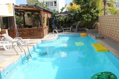 Апартаменты на вилле с бассейном - Ház