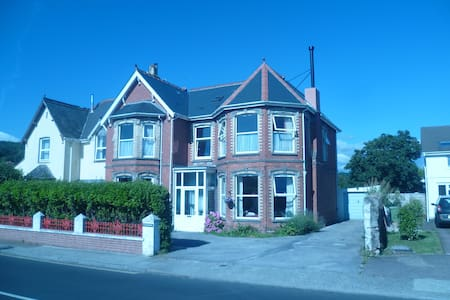 2 double rooms available together - Bed & Breakfast