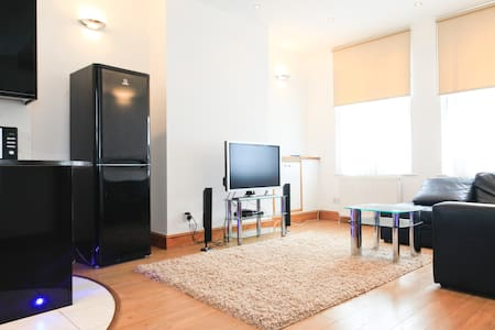 Superb 2 Bed Luxury Apartment - Apartemen
