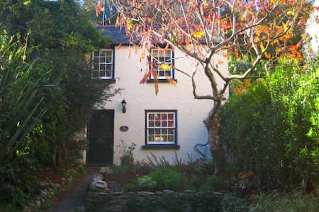 Cosy private cottage near beach - Ilfracombe - House