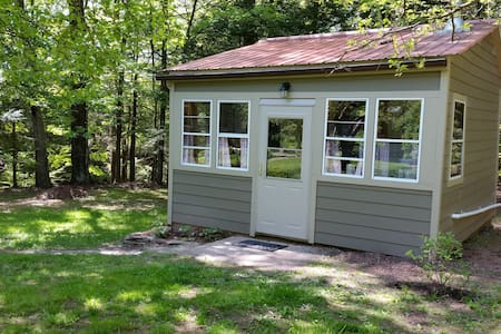Lovely cabin by the stream - Saugerties - Blockhütte