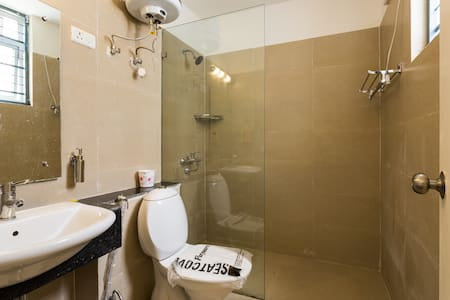 Furnished Room with Attached Bathroom &  Breakfast - Ház