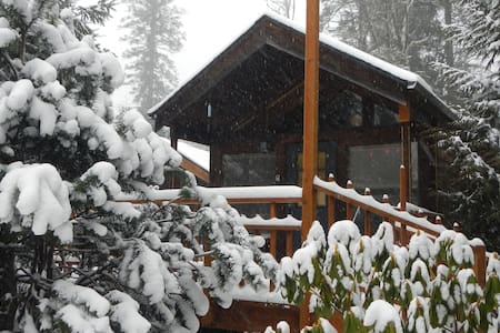 Cabin invites you to explore nature - Mount Hood Village