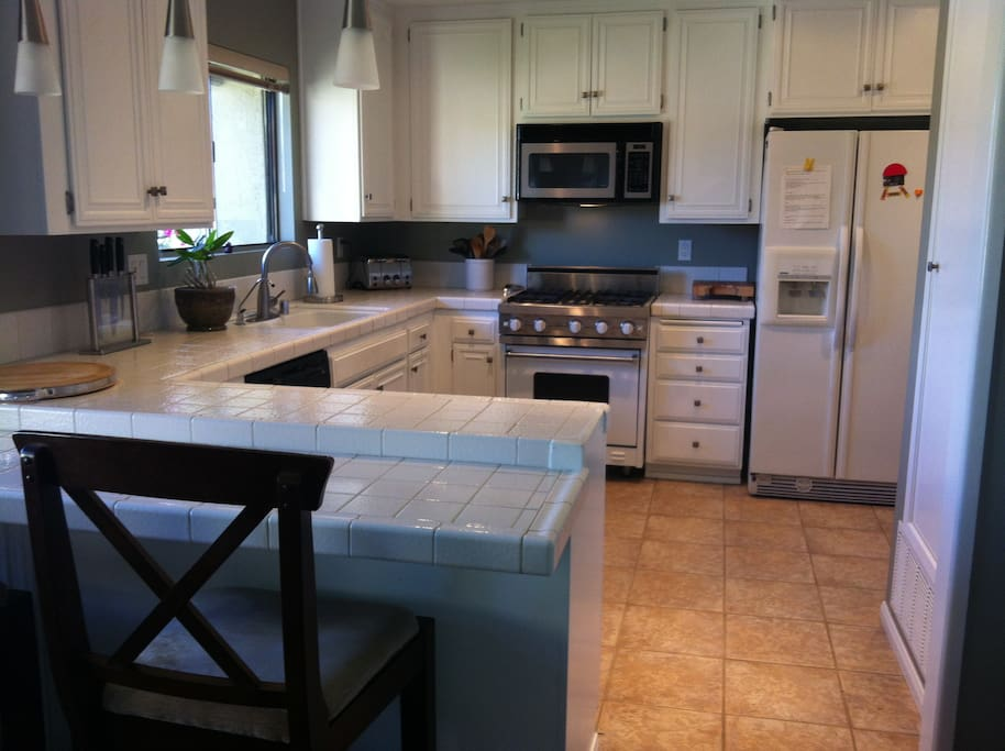 Gorgeous kitchen with Viking convection oven