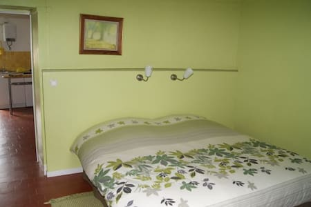 ERMITAGE ST ROMBLE Chambre verte  - Bed & Breakfast