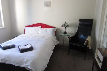 Bedroom w ensuite & TV in Brunswick