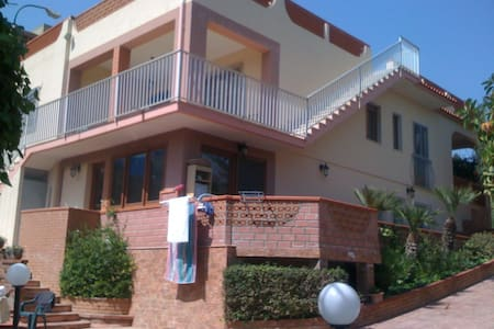 Holiday house in front of the beach - Gela -  zona Manfria