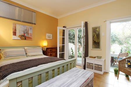 Foucart Street, a garden apartment. - Rozelle - Departamento