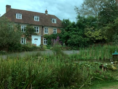Historic house max 6 dbl rms incl 1  sep  annexe - Alton