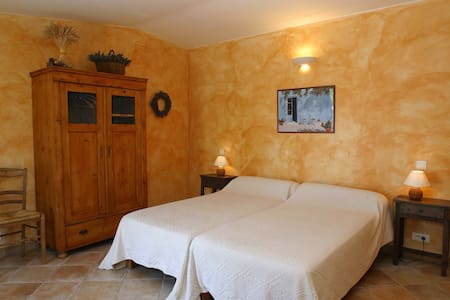 gîte provençal au cœur du Luberon - Ev