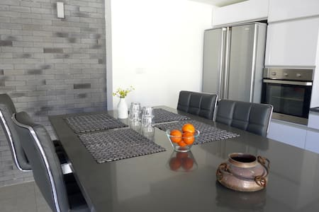 NEW - JUST RENOVATED SPACIOUS HOUSE - Haus