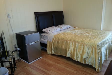 PRIVATE ROOM IN JAMAICA, QUEENS  - Casa