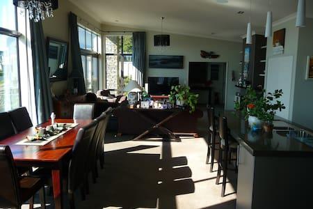 Views,breakfast,WiFi,your own floor - Dunedin - Bed & Breakfast