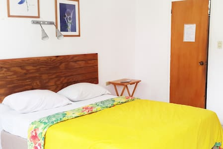 Studio with kitchenette near beach and airport - Wohnung