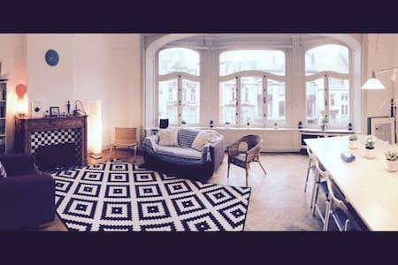 Spacious Apartment in an Art Nouveau Avenue - Leilighet