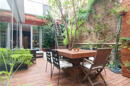 Family Apartment with a Garden Patio, Pool&Parking - Barcelona - Apartment