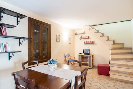 Grazioso palazzetto indipendente - Villa San Giovanni In Tuscia - Casa