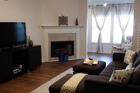 Beautiful condo centrally located to everything - Tampa