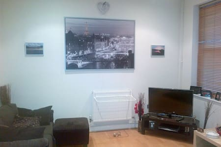 Room in ideal City Centre location - Liverpool - Apartment